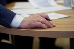 Free The Hand Of A Male Leader Holds A Fountain Pen During An Important Meeting Or Filling Out Documents. Decision Making. Sight And Stock Photo - 185080890