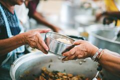 Free The Hands Of The Poor Handed A Plate To Receive Food From Volunteers To Alleviate Hunger, The Concept Of Helping The Homeless Stock Images - 169675954