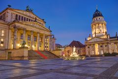 Free The Illuminated Gendarmenmarkt In Berlin Stock Photo - 128737890