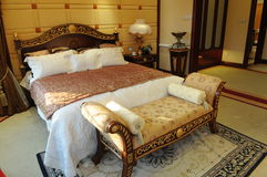 Free The King Size Bed Royalty Free Stock Photos - 7579318