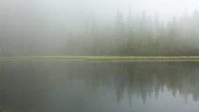 Free The Lake In The Fog Royalty Free Stock Photography - 59609087