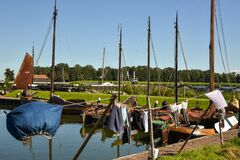 Free The Laundry Hangs On The Clothesline In The Traditional Dutch Way. In The Background The Old Fishing Boats Of The Zuiderzee Royalty Free Stock Photos - 198029998