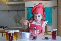 Free The Little Pastry Chef Finishes Her Confiture Royalty Free Stock Photo - 189253045