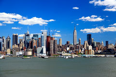 Free The Mid-town Manhattan Skyline On A Sunny Day Stock Photography - 7494812