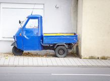Free The Old Blue Motor Bike With A Body Royalty Free Stock Photos - 158604438