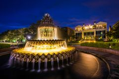 Free The Pineapple Fountain At Night, At The Waterfront Park In Charleston, South Carolina Royalty Free Stock Image - 147453326