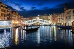 Free The Rialto Bridge In Venice, Italy With A Gondola On The Canale Grande Royalty Free Stock Photo - 171595345