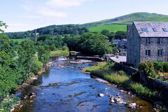 Free The River Ribble, Flowing Through Settle 2, In The Yorkshire Dales, North Yorkshire, England. Royalty Free Stock Image - 193698306