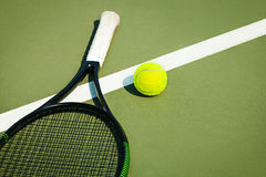 Free The Tennis Ball On A Tennis Court Stock Photography - 90951122