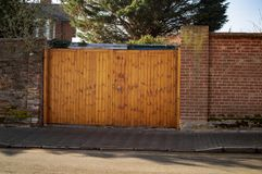 Free The Wood Gate Of Building In The Town Of Uk Royalty Free Stock Images - 148684319