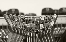 Free The Word KEYWORDS With Old Typewriter Royalty Free Stock Images - 142955739