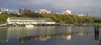 Thea Foss Waterway Waterfront Ridge de los edificios Tacoma del norte Wa Fotos de archivo