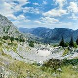 Theater en ruïnes van de Tempel van Apollo in Delphi Royalty-vrije Stock Afbeeldingen