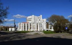 Theater na Fyodor Dostoevsky in het monument van Veliky Novgorod Rusland van Sovjetarchitectuur wordt genoemd die royalty-vrije stock fotografie