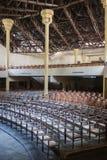 Theater rode gordijnen en zetels Royalty-vrije Stock Foto