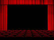 Theaterauditorium mit Stadium, Vorhängen und Sitzen Lizenzfreie Stockfotos
