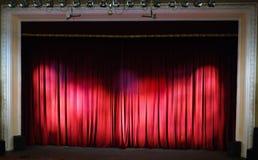 Theaterstufe. Theaterinnenraum. Stockfoto