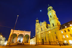 Theatine kyrka och Feldherrnhalle i Munich, bakterie Royaltyfri Foto