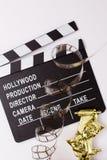 Theatrale maskers, partijpopcornpannen en films voor bioskoop Stock Fotografie