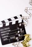 Theatrale maskers, partijpopcornpannen en films voor bioskoop Stock Foto