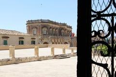 Theatre przez dokonanego żelaza bramy, noto Obraz Stock