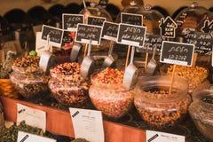 Thee bij de markt van Tel Aviv royalty-vrije stock afbeelding