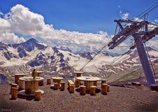 Thee in de bergen in goed weer Stock Afbeeldingen