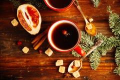 Thee, de koekjes en het licht van de Kerstmis de hete Amerikaanse veenbes bokeh, close-up Stock Foto