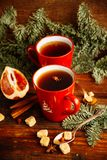 Thee, de koekjes en het licht van de Kerstmis de hete Amerikaanse veenbes bokeh, close-up Stock Afbeeldingen