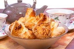 Thee en broodjes stock afbeelding