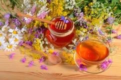 Thee, honing en bloemen royalty-vrije stock fotografie