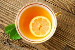 Thee met citroen en munt Stock Foto
