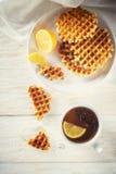 Thee met citroen en wafeltje stock afbeelding