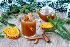 Thee met kaneel en sinaasappelen Stock Foto