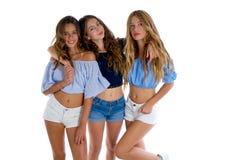 Thee najlepszych przyjaciół nastoletnie dziewczyny szczęśliwe wpólnie fotografia royalty free