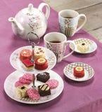 Theegebakje cupcakes stock afbeeldingen