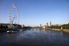 Theems met het Oog van Londen Stock Foto