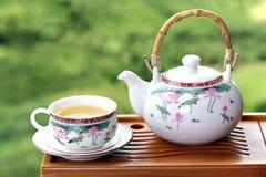 Theepot met Chinese thee Royalty-vrije Stock Afbeeldingen