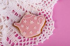 Theepot roze koekje Royalty-vrije Stock Afbeeldingen