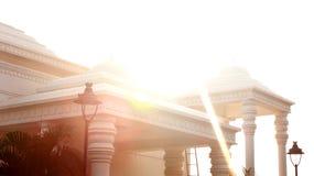 TheKarikala Cholan Manimandapam mit Sonne strahlt die Halle aus, die im großartigen Kallanai aufgestellt wird stockfotografie