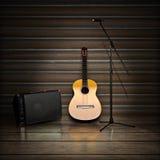Themed bakgrund för musik med den akustiska gitarren, ampere och mikrofonen arkivfoto