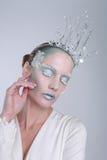 Themed isdrottningskönhetsmedel på en härlig kvinna Arkivbild
