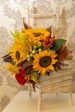 Themenorientierte Hochzeit des Blumengesteckherbstes Stockfotos