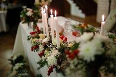Themenorientierte Hochzeitstafel des Winters Stockfoto
