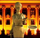 Themis i domstol Royaltyfri Foto