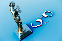 Themis statue and handcuffs Royalty Free Stock Photos