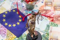 Themis z euro banknotami i flaga Europe Fotografia Royalty Free