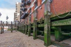 Themse-Bank lizenzfreie stockfotografie