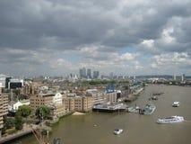 Themse-Fluss von der Kontrollturm-Brücke Lizenzfreie Stockfotos