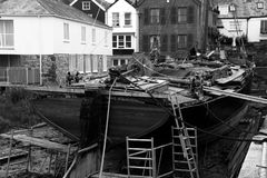 Themse-Lastkahn unter Wiederherstellung in Topsham, Devon lizenzfreie stockbilder